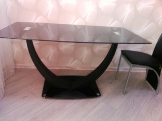 Стеклянный стол Anton