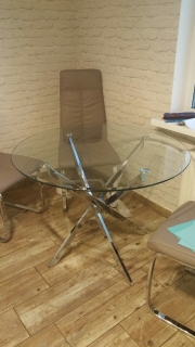 Стеклянный стол Raymond
